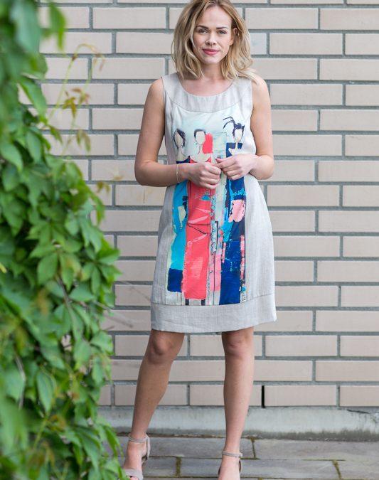 Lysgrå kjole med trykk av de kjære fyrstikkpikene – Levolution.no